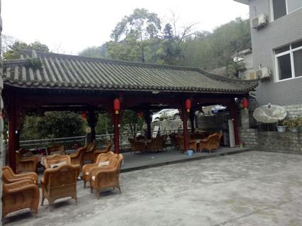 青城山临河6亩小型度假山庄长期出租